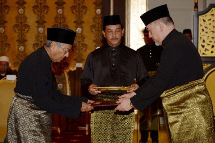 Rencana Mahathir serahkan jabatan PM ke Anwar Ibrahim tuai pujian