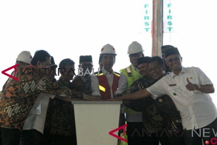 Rakyat Aceh Nikmati Jalan Tol Setelah Presiden Resmikan Tol Banda Aceh Sigli Antara News Bali