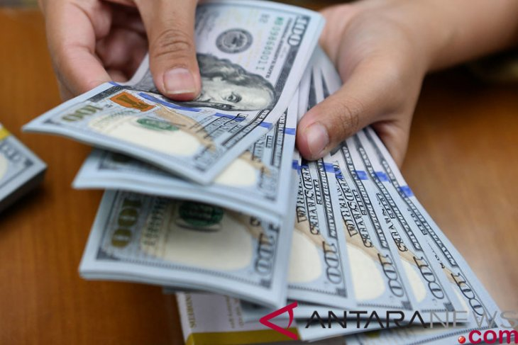 Dolar bangkit menguat, didukung beberapa data terbaru ekonomi AS