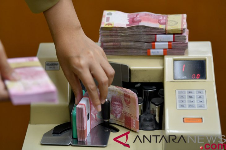 Rupiah falls 27 points apparently on fed rate hike