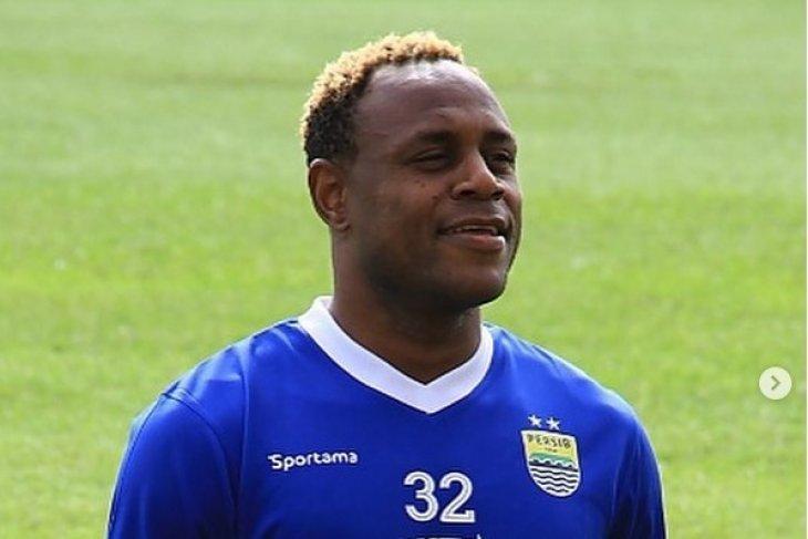 Victor Igbonefo kembali perkuat Persib Bandung