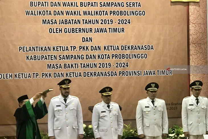 Gubernur Lantik Bupati Sampang dan Wali Kota Probolinggo Serentak (Video)