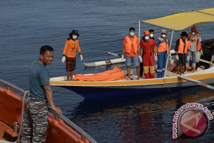 Kapal Nelayan Mati Mesin Di Perairan Kolaka-Sultra dievakuasi tim SAR