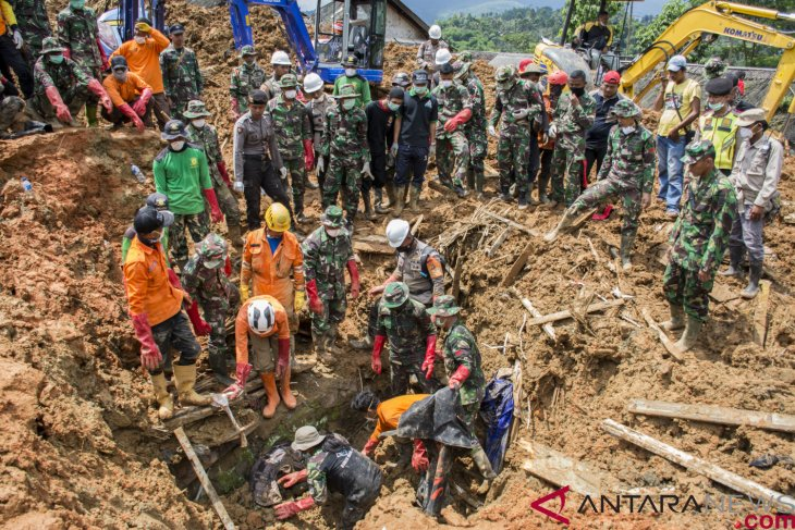 Sukabumi residents warned to stay alert to new landslides