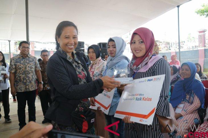 Rini Soemarno offers 'KUR' to 'Mekaar' customers rising up the class