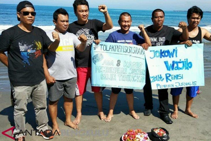 Jurnalis Bengkulu aksi tabur bunga tolak remisi pembunuh jurnalis