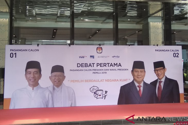 Presidential candidates to meet in first TV debate tonight