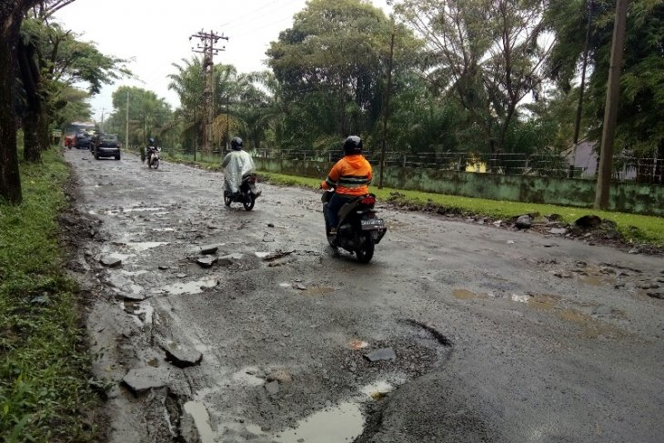 Masyarakat tuntut perbaikan jalan rusak Pematangsiantar - Simalungun