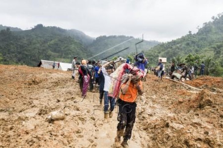 34 orang diduga masih tertimbun longsor Sukabumi
