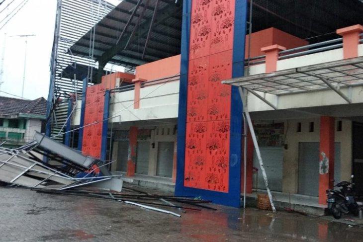 Angin Kencang di Bojonegoro Robohkan Sejumlah Rumah