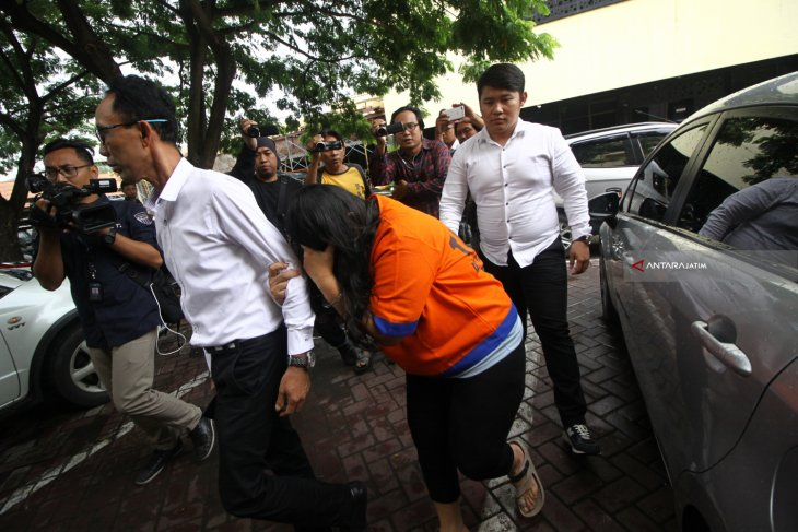 Muncikari artis jalani sidang pedana