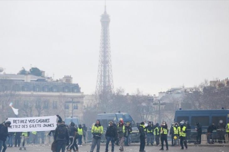 102 Yellow Vests arrested in France as protests continue
