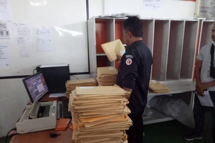 Bawaslu Karawang temukan ribuan eksemplar tabloid