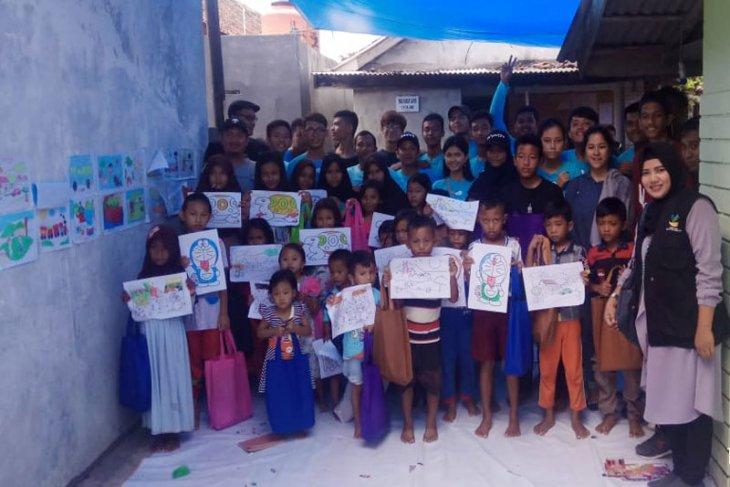 Penyandang Disabilitas Rungu Wicara Bantu Anak Terdampak Bencana Tsunami