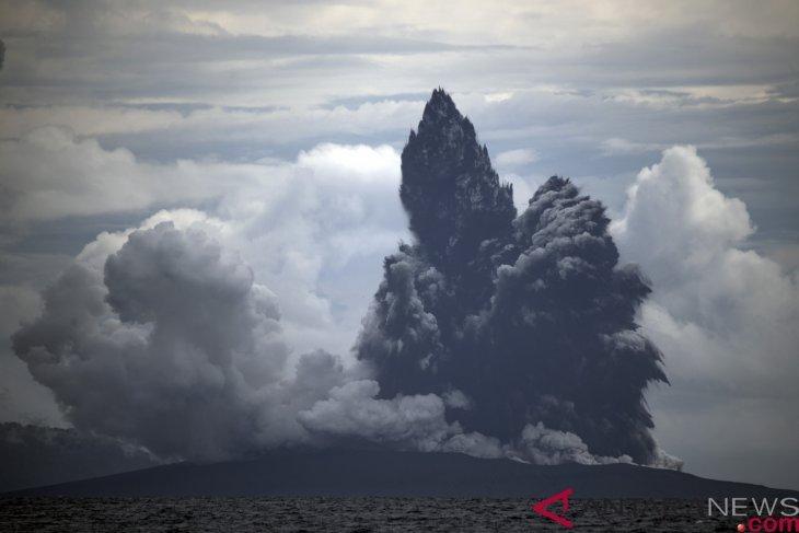 Gunung Anak Krakatau erupsi dengan semburan abu vulkanik 657 meter
