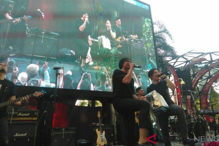 Konser amal Anji - Drive peduli korban bencana Indonesia