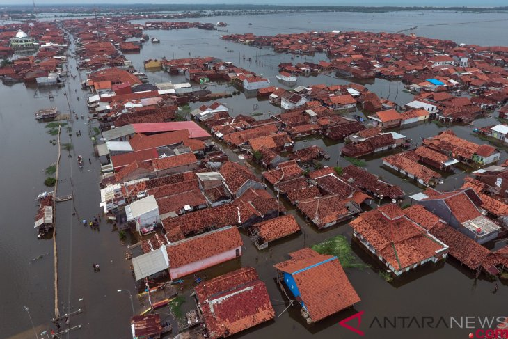 Floods displace over 20 residents of Kudus