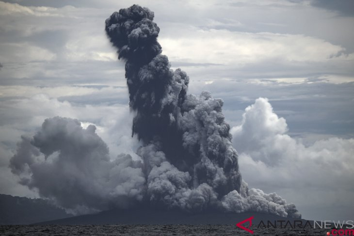 Mount Anak Krakatau erupts, spewing 1,000-meter-high ash column