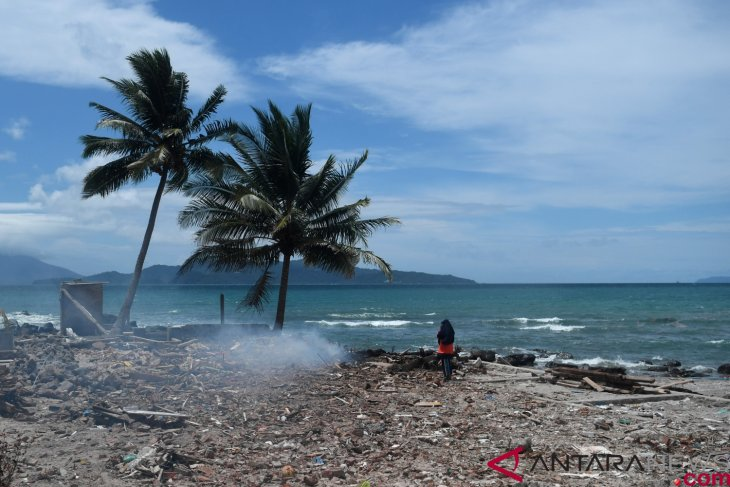 Emergency response period in tsunami-hit South Lampung extended
