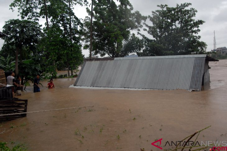 Floods submerge South Sulawesi`s over 13 thousand hectares rice fields