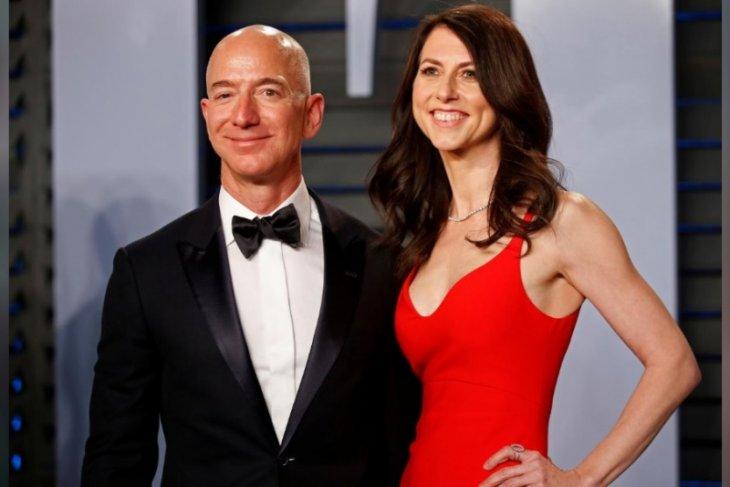 Pembagian saham 38 miliar dolar  akhiri  perceraian pendiri Amazon