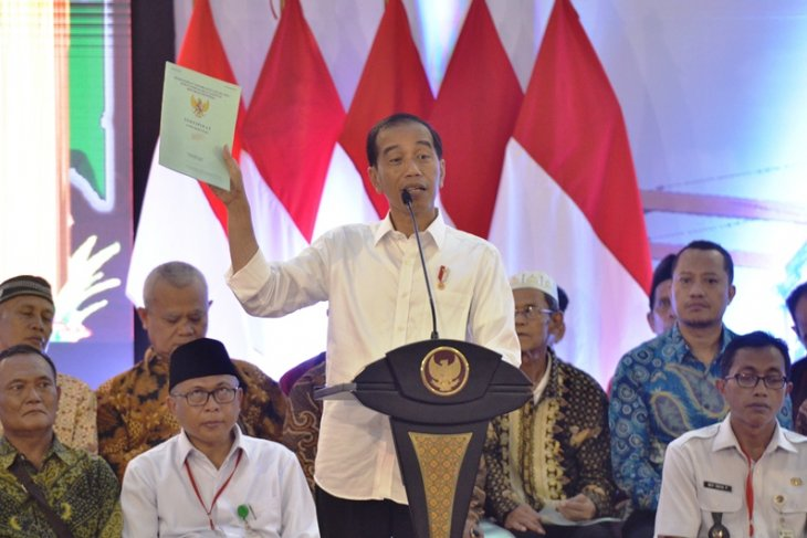 Presiden Jokowi tetapkan penyesuaian gaji PNS berlaku juga untuk CPNS