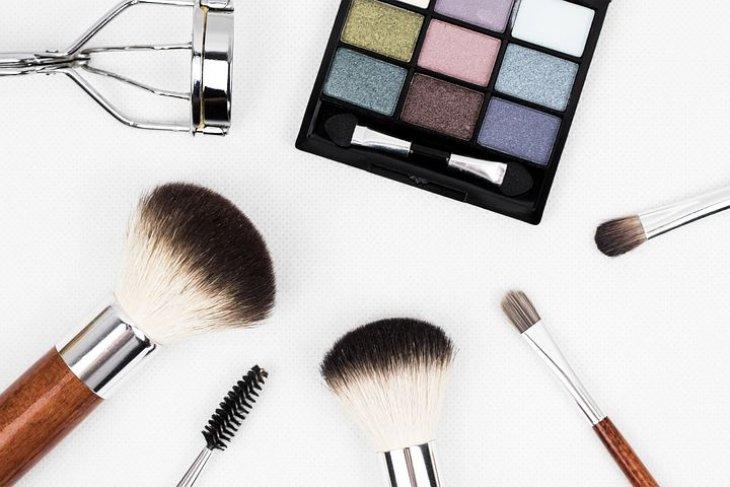 Pemilik kulit sensitif sebaiknya tidak mencoba kosmetik berlapis-lapis