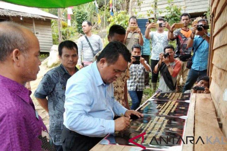 Masyarakat  Sungkung II nikmati listrik dari PLTMH desa