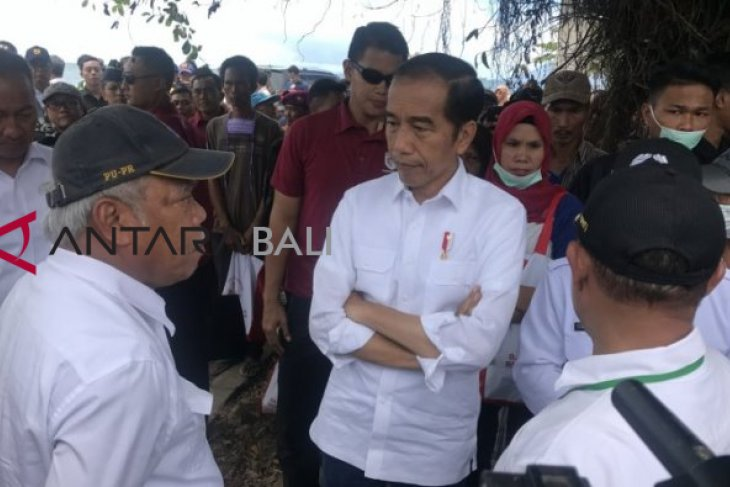 Presiden kunjungi korban tsunami di Lampung Selatan, perintahkan bangun rumah  warga