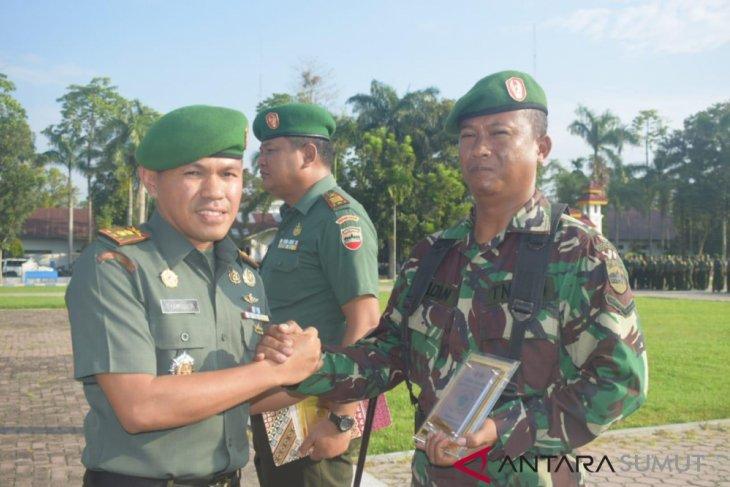 Dandim 0204/DS berikan penghargaan kepada Koramil dan Babinsa berprestasi