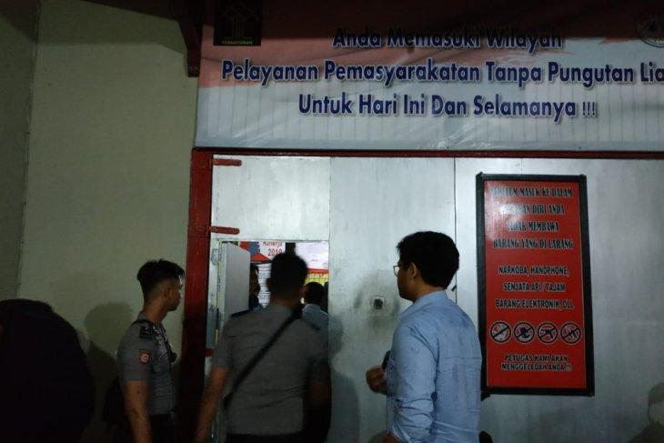 Dua tersangka kasus antimoni ditahan di Rutan Putussibau