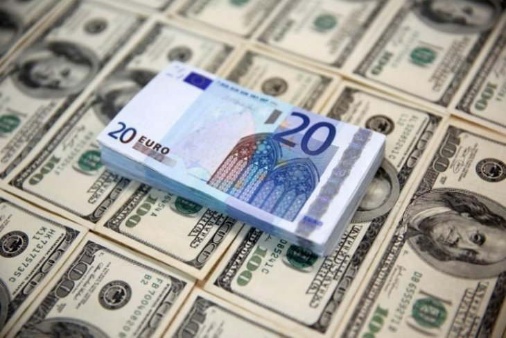 Dolar dan euro sedikit berubah jelang keputusan suku bunga Fed dan ECB
