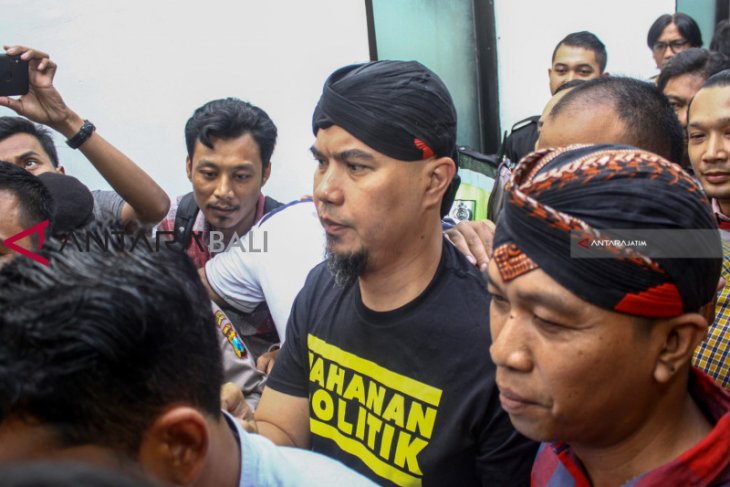 Di Surabaya, Ahmad Dhani Didakwa Pasal Pencemaran Nama Baik