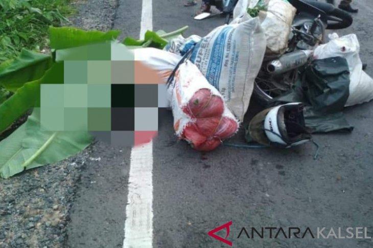 Tabrak truk parkir, pedagang sayur tewas di tempat