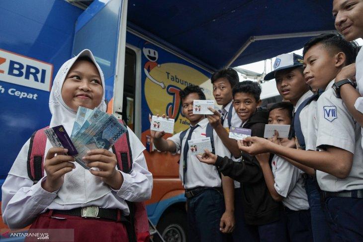Kemendikbud: bantuan Program Indonesia Pintar sudah disalurkan ke 18,1 juta siswa