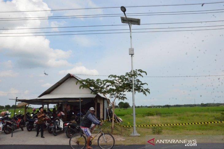 Ministry installs 1,200 solar street lights in E Java
