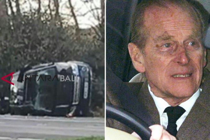 Pangeran Philip dari Inggris serahkan SIM setelah tabrakan