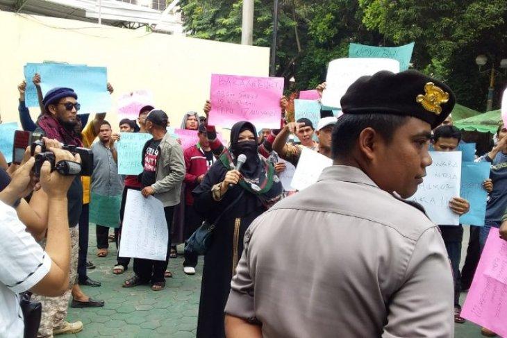 Demo warga di PN Tebing Tinggi terkait kasus bandar narkoba