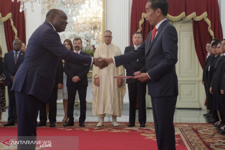 President Jokowi receives credentials from 11 foreign ambassadors