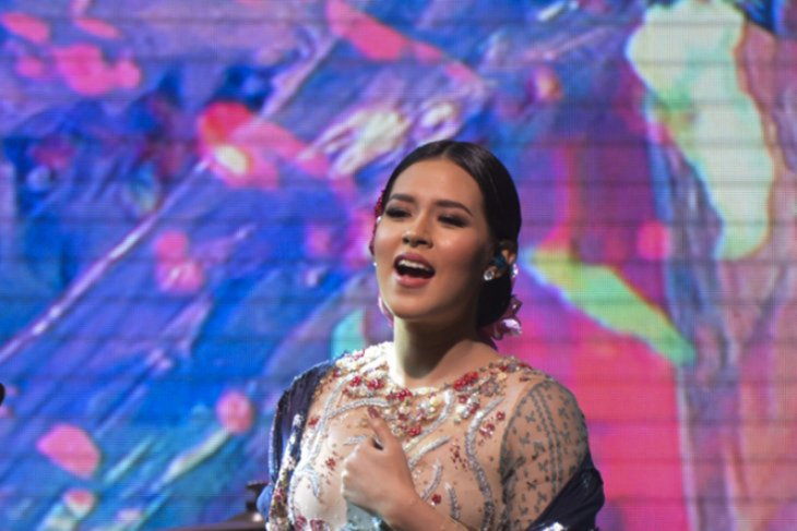Raisa ikut berduka cita untuk fansnya, Sutopo Purwo Nugroho