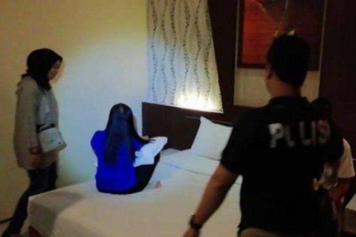 Polisi tetapkan aktris Cynthiara Alona tersangka prostitusi daring