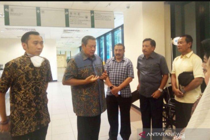 Dua Mantan Kapolri jenguk Ani Yudhoyono di Singapura