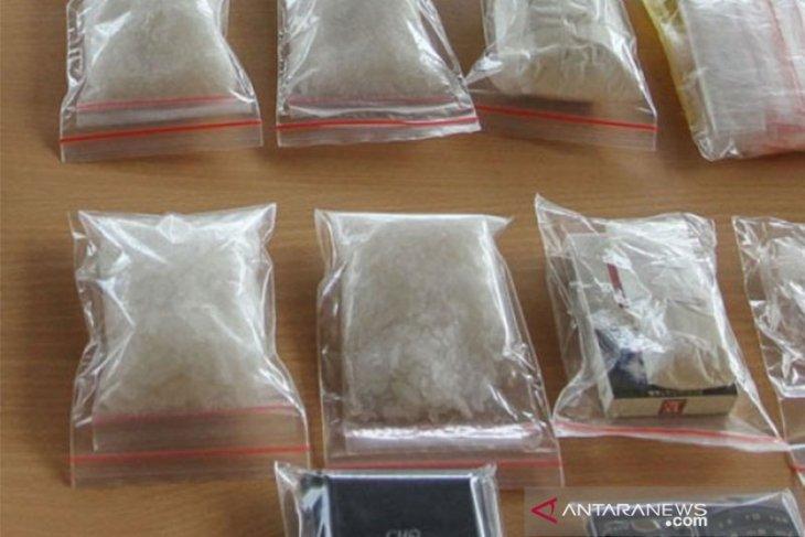Perantara perdagangan sabu dituntut 17 tahun penjara di Denpasar