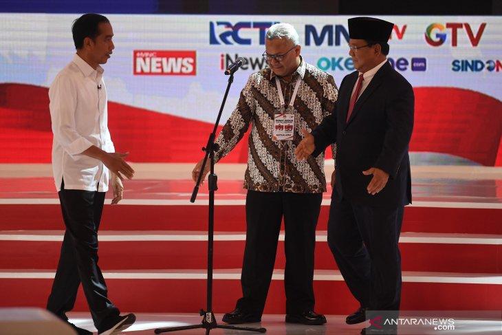 Jokowi lauds farmers for corn production up 3.3 million tons