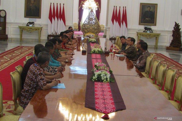 Jokowi receives representatives of Nusantara Plantation Worker Federation