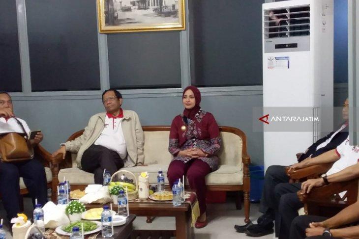 Singgah di Jember, Mahfud MD Ajak Masyarakat Jaga Persatuan dan Lawan Hoaks