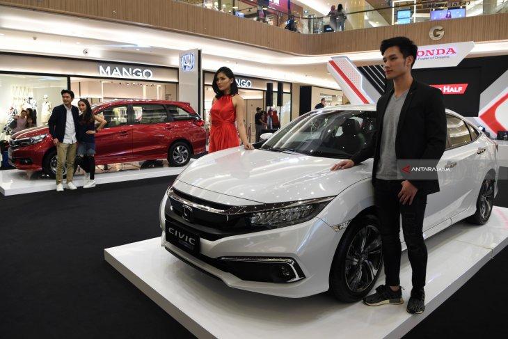 Honda Perkenalkan Seri Terbaru Civic dan Mobilio di Surabaya