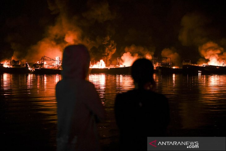 Police question seven witnesses in fire at North Jakarta Port