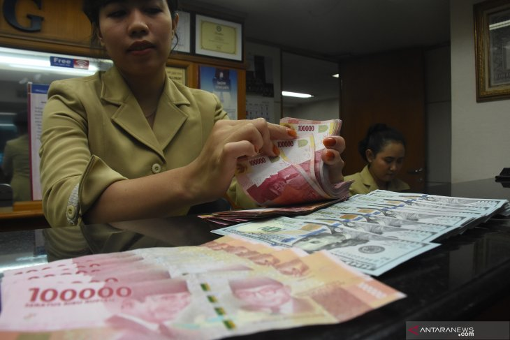 Rupiah strengthens on Monday afternoon as oil prices fall