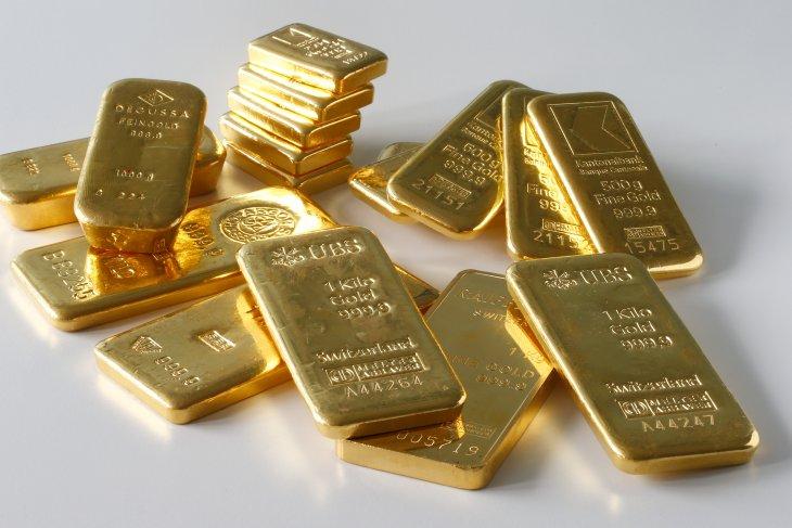 Harga emas jatuh tertekan penguatan dolar dan data ekonomi positif